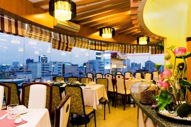 Nhà hàng Xoay Hoàng Gia 1