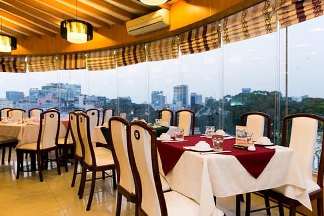 Nhà hàng Xoay Hoàng Gia 2