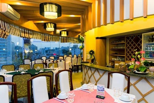 Nhà hàng Xoay Hoàng Gia 3