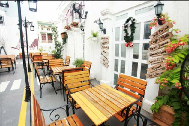 Cafe Boulevard 1