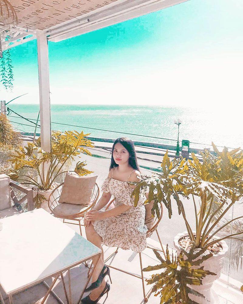 Gazebo Beach Front Lounge Cafe 2