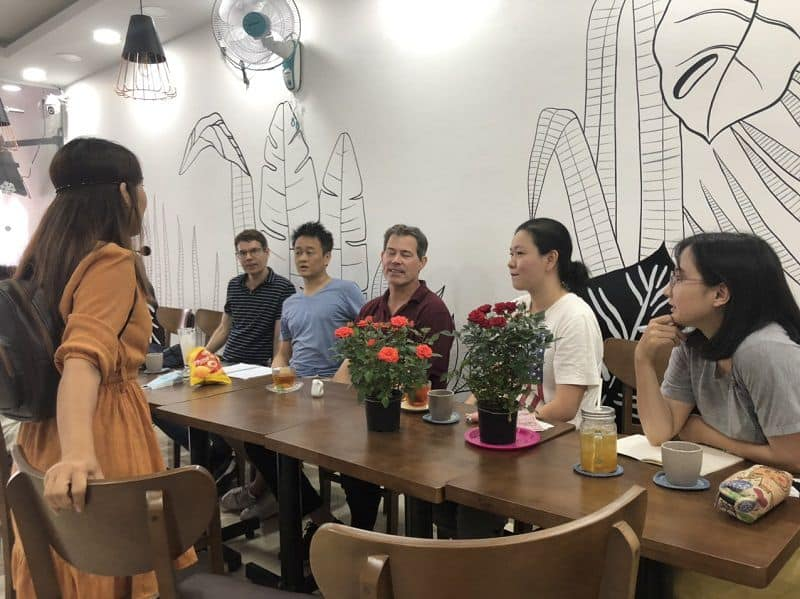 Mingles-Coffee and-Talk-quan-cafe-tieng-anh