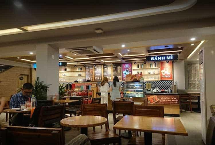 highlands coffee hoa hong phu nhuan 1